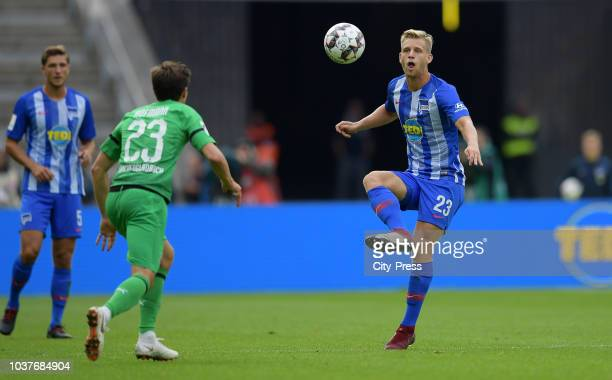 Jonas Hofmann of Borussia Moenchengladbach and Arne Maier of Hertha BSC during the game between Hertha BSC and Borussia Moenchengladbach at the...