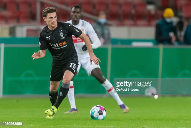 Jonas Hofmann of Borussia Moenchengladbach controls the Ball during the DFB Cup Round of Sixteen match between VfB Stuttgart and Borussia...