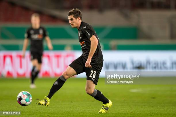 Jonas Hofmann of Borussia Moenchengladbach in action during the DFB Cup match between VfB Stuttgart and Borussia Moenchengladbach at Mercedes-Benz...