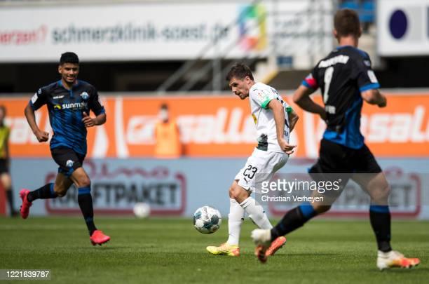 Jonas Hofmann of Borussia Moenchengladbach in action during the Bundesliga match between SC Paderborn and Borussia Moenchengladbach at BentelerArean...