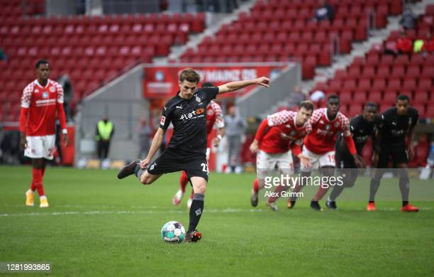 Jonas Hofmann of Borussia Moenchengladbach scores his sides second goal from the penalty spot during the Bundesliga match between 1. FSV Mainz 05 and...