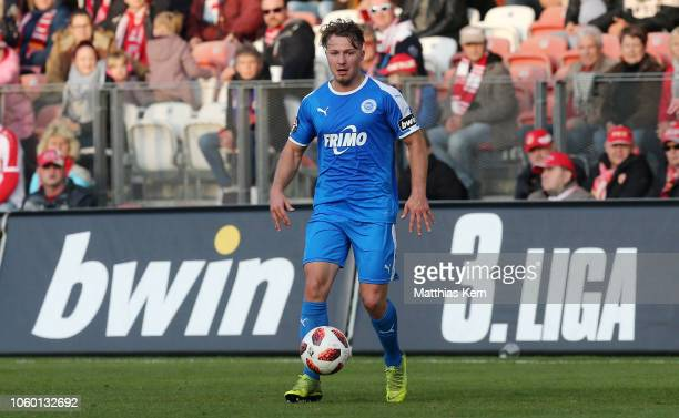 Jonas Hofmann of Lotte runs with the ball during the 3. Liga match between FC Energie Cottbus and VfL Sportfreunde Lotte at Stadion der Freundschaft...