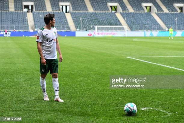 Jonas Hofmann of Moenchengladbach prepares to take a free kick during the Bundesliga match between Borussia Moenchengladbach and VfB Stuttgart at...