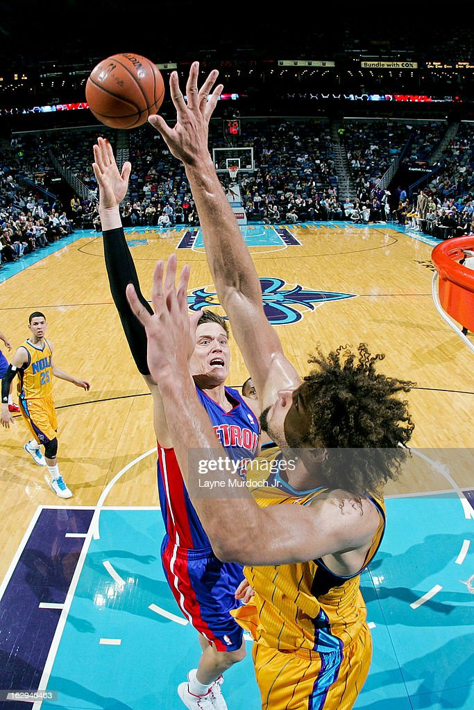Jonas Jerebko #33 of the Detroit Pistons shoots in the lane against Robin Lopez #15 of the New Orleans Hornets on March 1, 2013 at the New Orleans Arena in New Orleans, Louisiana.
