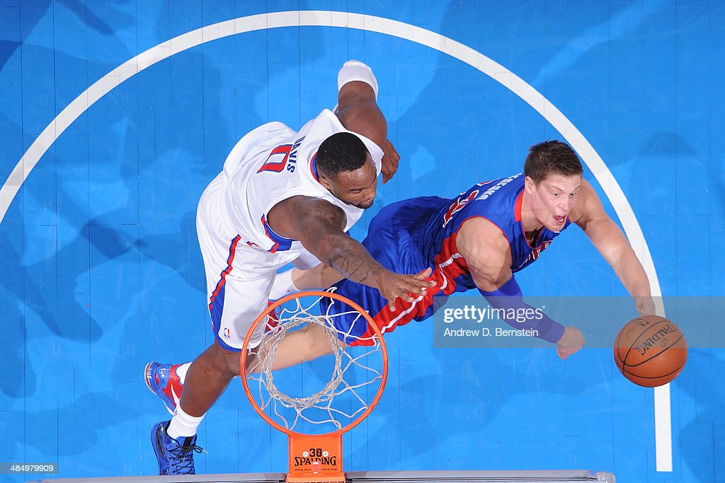 Jonas Jerebko #33 of the Los Angeles Clippers puts up the layup against the Detroit Pistons at STAPLES Center on March 22, 2014 in Los Angeles, California.
