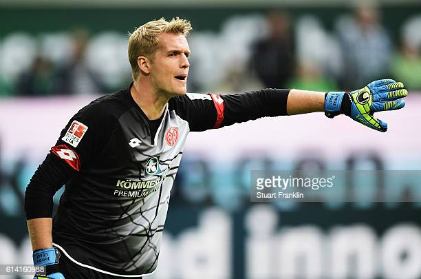 Jonas Lössl of Mainz gestures during the Bundesliga match between VfL Wolfsburg and 1 FSV Mainz 05 at Volkswagen Arena on October 2 2016 in Wolfsburg...