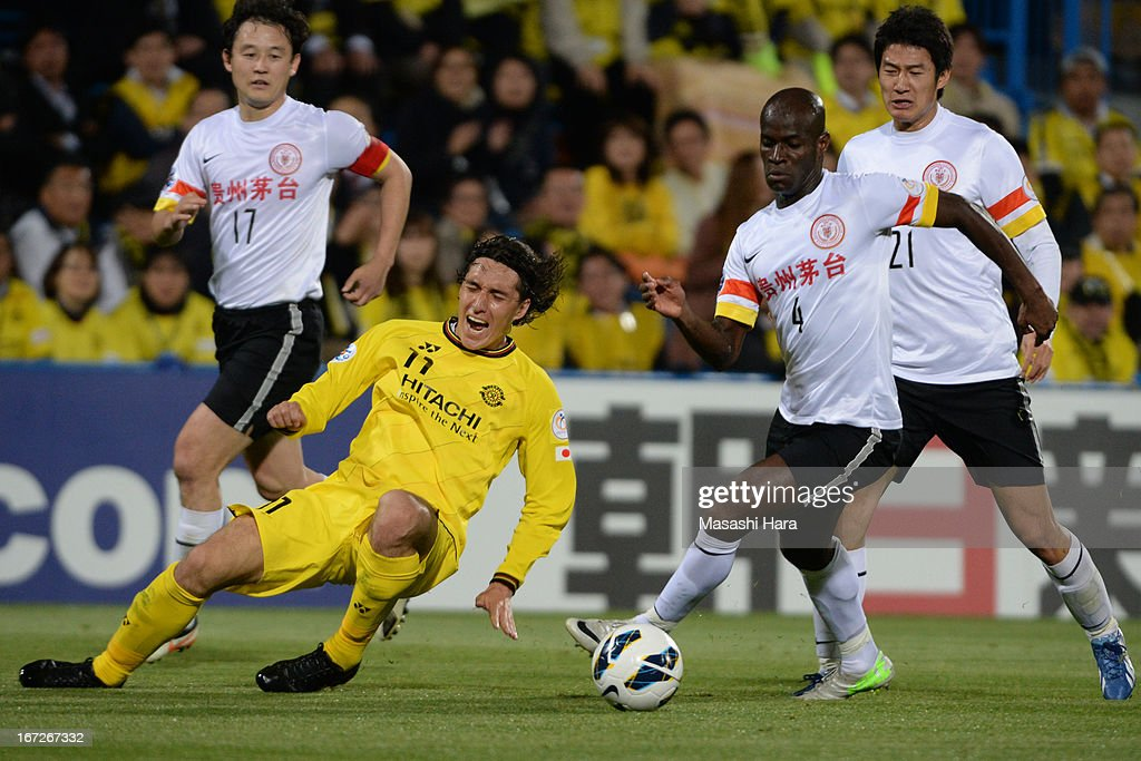 Jonas Salley #4 of Guizhou Renhe (R) and Cleo #11 of Kashiwa Reysol compete for the ball during the AFC Champions League Group H match between Kashiwa Reysol and Guizhou Renhe at Hitachi Kashiwa Soccer Stadium on April 23, 2013 in Kashiwa, Japan.