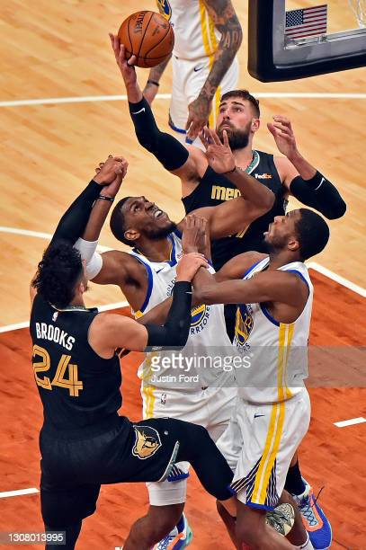 Jonas Valanciunas of the Memphis Grizzlies and Kevon Looney of the Golden State Warriors fight for the rebound during the first half at FedExForum on...