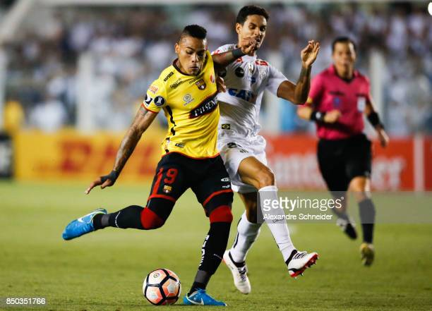 Jonatan Alvez of Barcelona de Guayaquil and Emiliano Vecchio of Santos in action during the match between Santos and Barcelona de Guayaquil for the...