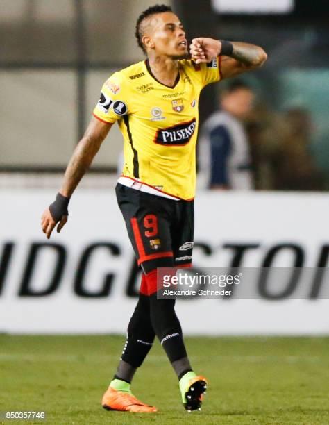 Jonatan Alvez of Barcelona de Guayaquil celebrates their first goal during the match between Santos and Barcelona de Guayaquil for the Copa...