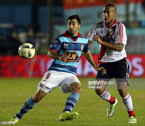 Jonatan Maidana of River Plate and Juan Sanchez Sotelo of Arsenal FC fight for the ball during a match between Arsenal FC and River Plate as part of...