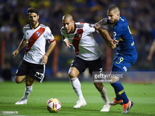 Jonatan Maidana of River Plate fights for the ball with Dario Benedetto of Boca Juniors during a match between Boca Juniors and River Plate as part...