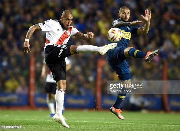 Jonatan Maidana of River Plate fights for the ball with Darío Benedetto of Boca Juniors during a match between Boca Juniors and River Plate as part...