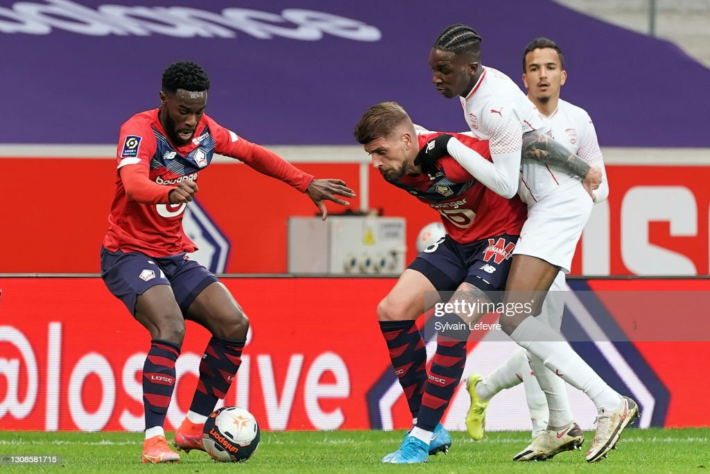 Lille OSC v Nimes Olympique - Ligue 1 Uber Eats : News Photo