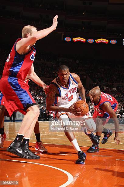 Jonathan Bender of the New York Knicks drives down the lane against Chris Kaman and Mardy Collins of the Los Angeles Clippers during the game on...