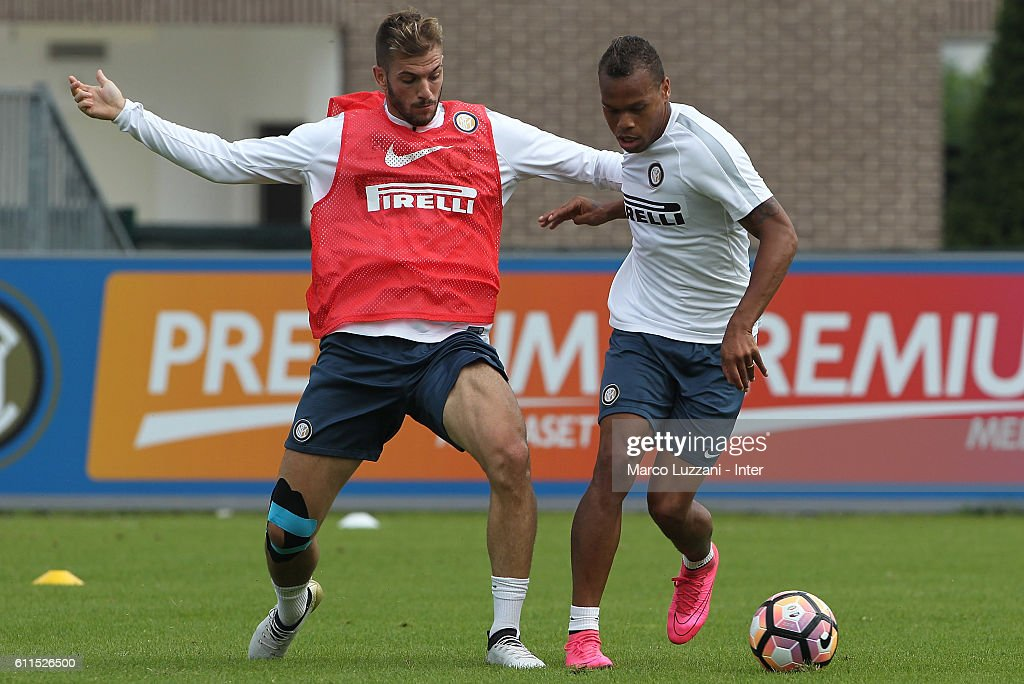Jonathan Biabiany (R) is challenged by Davide Santon (L) during the FC Internazionale training session at the club's training ground 'La Pinetina' on September 30, 2016 in Como, Italy.