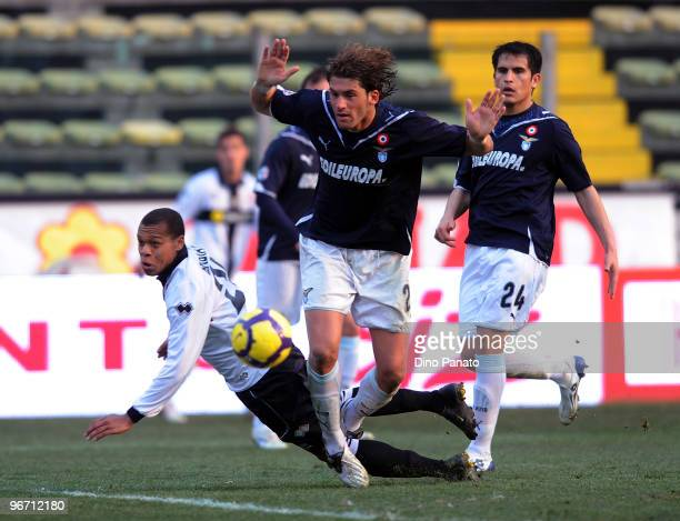 Jonathan Biabiany of Parma competes with Guglielmo Stendardo of Lazio during the Serie A match between Parma FC and SS Lazio at Stadio Ennio Tardini...