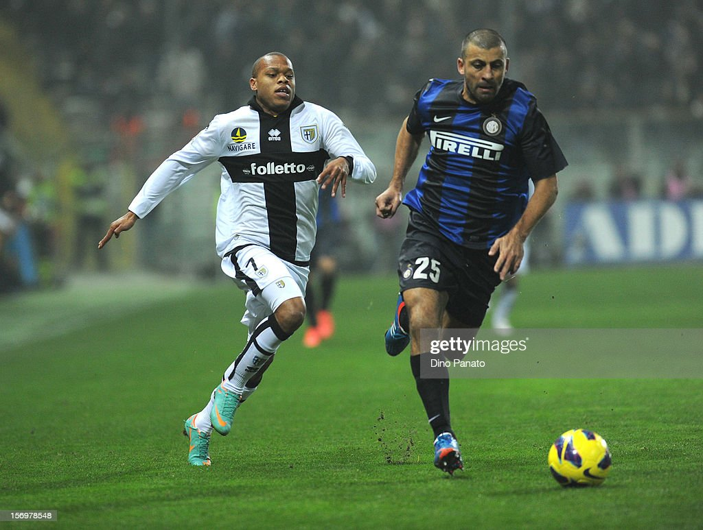 Jonathan Biabiany (L) of Parma FC competes with Walter Samuel of Internazionale Milano during the Serie A match between Parma FC and FC Internazionale Milano at Stadio Ennio Tardini on November 26, 2012 in Parma, Italy.