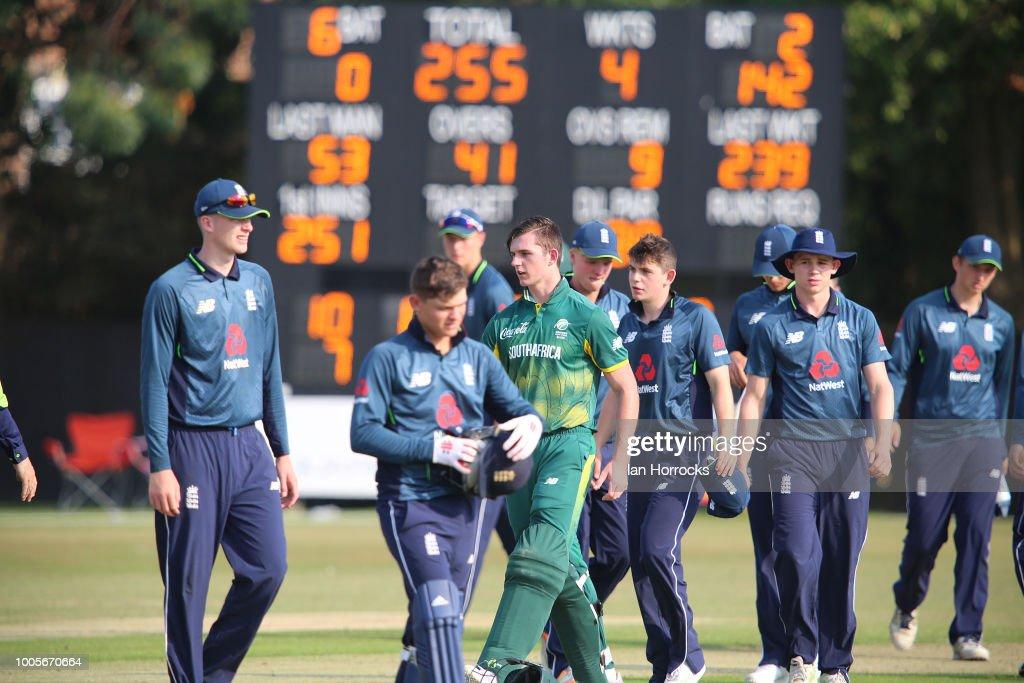 England U19 v South Africa U19 : Foto jornalística