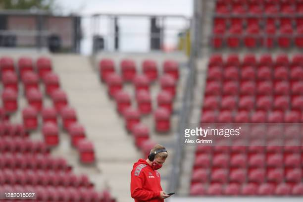 Jonathan Burkardt of Mainz walks on the pitch prior to the Bundesliga match between 1 FSV Mainz 05 and Borussia Moenchengladbach at Opel Arena on...