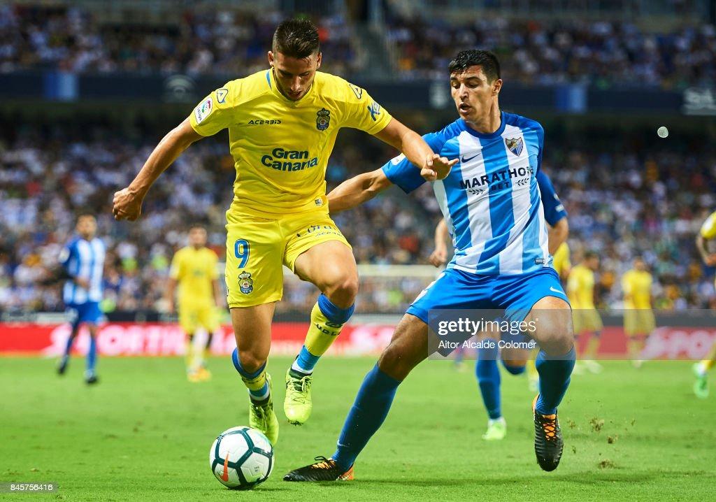 Jonathan Calleri of Union Deportiva Las Palmas (R) competes for the ball with Diego Gonzalez of Malaga CF (R) during the La Liga match between Malaga and Las Palmas at Estadio La Rosaleda on September 11, 2017 in Malaga, .