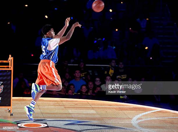 Jonathan Clark shoots the $50000 shot onstage at the Nickelodeon Kids' Choice Sports Awards 2015 at UCLA's Pauley Pavilion on July 16 2015 in...