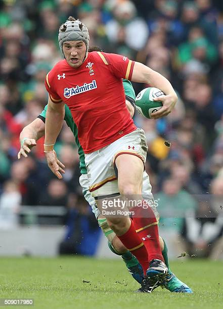 Jonathan Davies of Wales breaks with the ball during the RBS Six Nations match between Ireland and Wales at the Aviva Stadium on February 7 2016 in...