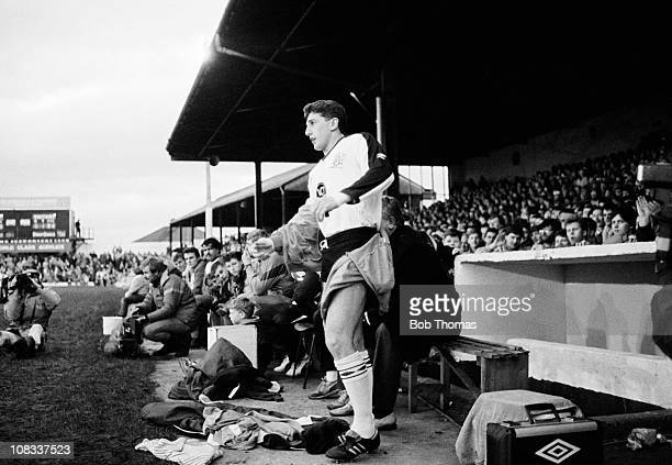 Jonathan Davies of Widnes prepares to join the rugby league match against Salford played at Naughton Park Widnes on 15th January 1989 Widnes won 508