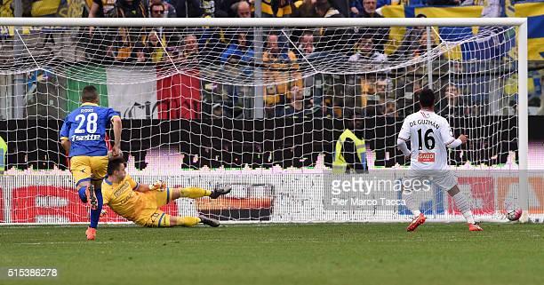 Jonathan De Guzman of Carpi FC pull the ball and scored the 21 goal during the Serie A match between Carpi FC and Frosinone Calcio at Alberto Braglia...