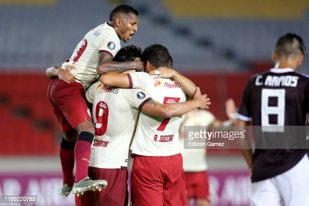 Jonathan Dos Santos of Universitario celebrates with teammates after scoring the first goal of his team during a match between Carabobo and...