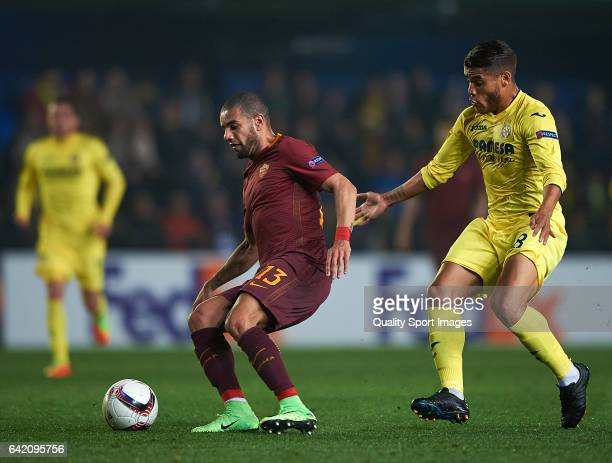Jonathan Dos Santos of Villarreal competes for the ball with Bruno Peres of Roma during the UEFA Europa League Round of 32 first leg match between...