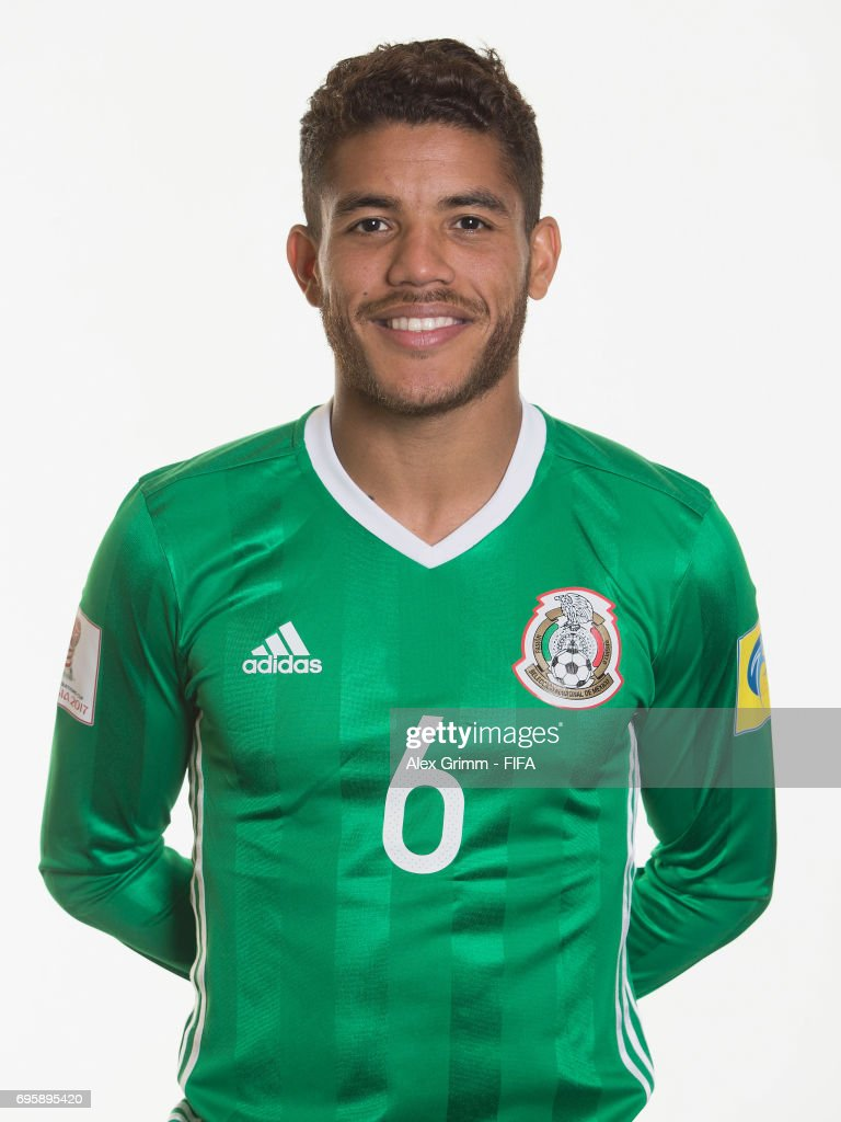 ¿Cuánto mide Jonathan Dos Santos? Jonathan-dos-santos-poses-for-a-picture-during-the-mexico-team-on-picture-id695895420