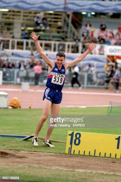 Jonathan Edwards, Great Britain, celebrates after his 18.29m world record leap in the triple jump