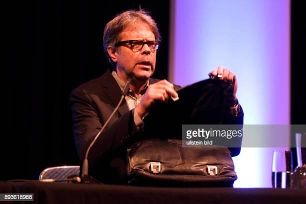 Jonathan Franzen gastiert mit seinen Roman Unschuld im Rahmen der litCOLOGNE SPEZIAL Moderator ist Denis Scheck im Gürzenich Martinstraße 2937 50667...