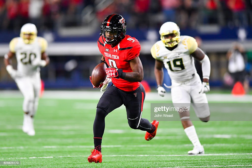 Jonathan Giles #9 of the Texas Tech Red Raiders gets yards after catch during the game against the Baylor Bears on November 25, 2016 at AT&T Stadium in Arlington, Texas. Texas Tech defeated Baylor 54-35.