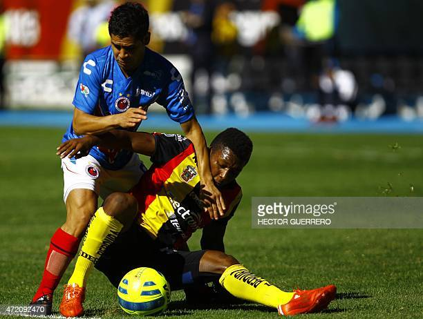 Jonathan Gonzalez of Leones Negros vies for the ball with Daniel Villalba of Veracruz during their Mexican 2015 Clausura tournament football match at...