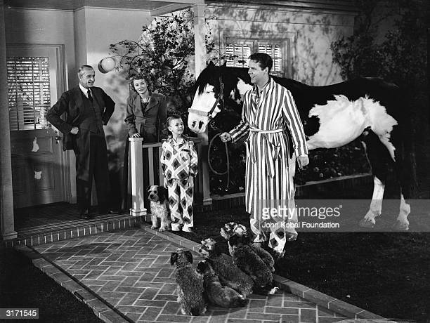 Jonathan Hale Penny Singleton Larry Simms and Arthur Lake in a scene from the movie 'Blondie' directed by Frank Strayer and based on Chic Young's...