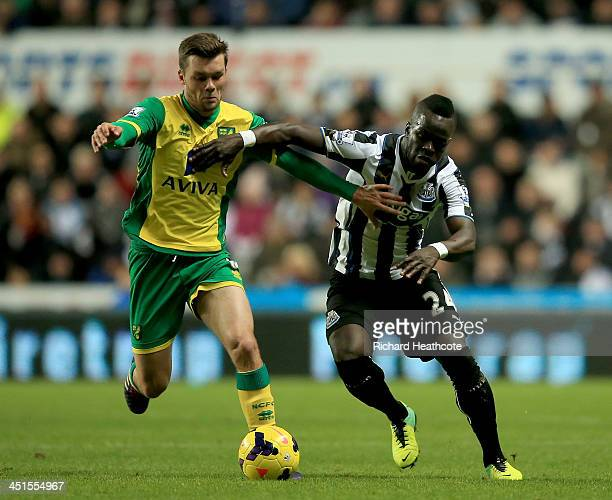 Jonathan Howson of Norwich battles with Cheick Tiote of Newcastle during the Barclay's Premier League match between Newcastle United and Norwich City...