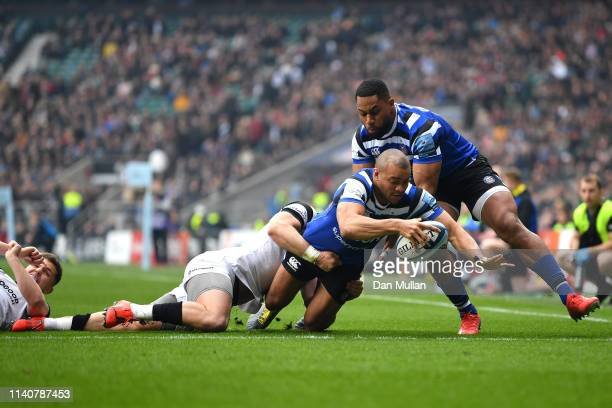 Jonathan Joseph of Bath Rugby escapes the challenge of Luke Daniels of Bristol Bears and goes onto the score his sides first try during the Gallagher...