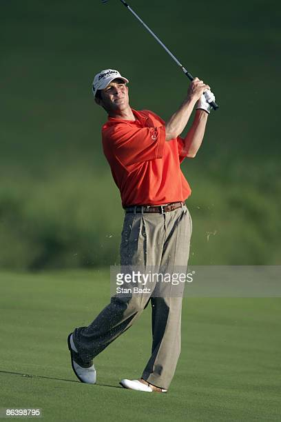 Jonathan Kaye chips onto the 18th green during the first round January 6 of the 2005 Mercedes Championship held at the Plantation course at Kapalua...