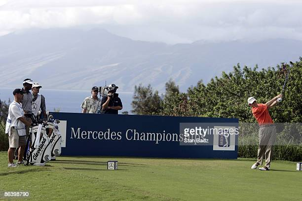 Jonathan Kaye watches his tee shot during the first round January 6 of the 2005 Mercedes Championship held at the Plantation course at Kapalua Maui Hi