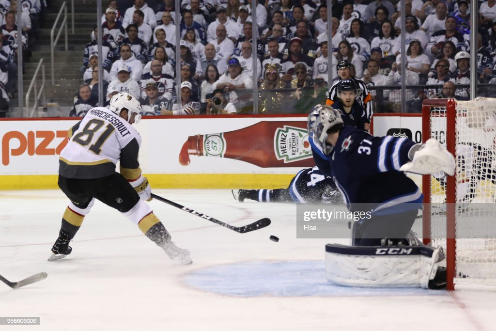 Vegas Golden Knights v Winnipeg Jets - Game Two : News Photo
