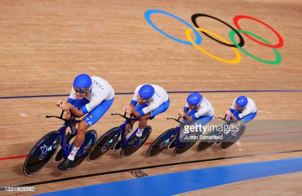 Jonathan Milan, Filippo Ganna, Francesco Lamon and Simone Consonni of Team Italy sprint to set a new Olympic record during the Men´s team pursuit...