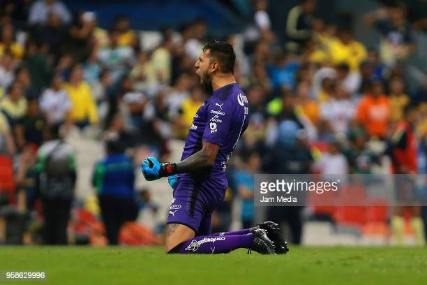 Jonathan Orozco goalkeeper of Santos Laguna celebrates during the semifinals second leg match between America and Santos Laguna as part of the Torneo...