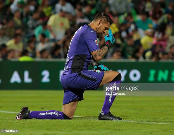 Jonathan Orozco of Santos prays during the 17th round match between Santos Laguna and America as part of the Torneo Apertura 2017 Liga at Corona...
