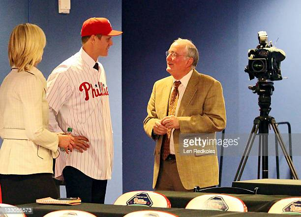 Jonathan Papelbon of the Philadelphia Phillies discusses his fouryear $50058 contract with David Montgomery at Citizens Bank Park on November 14 2011...