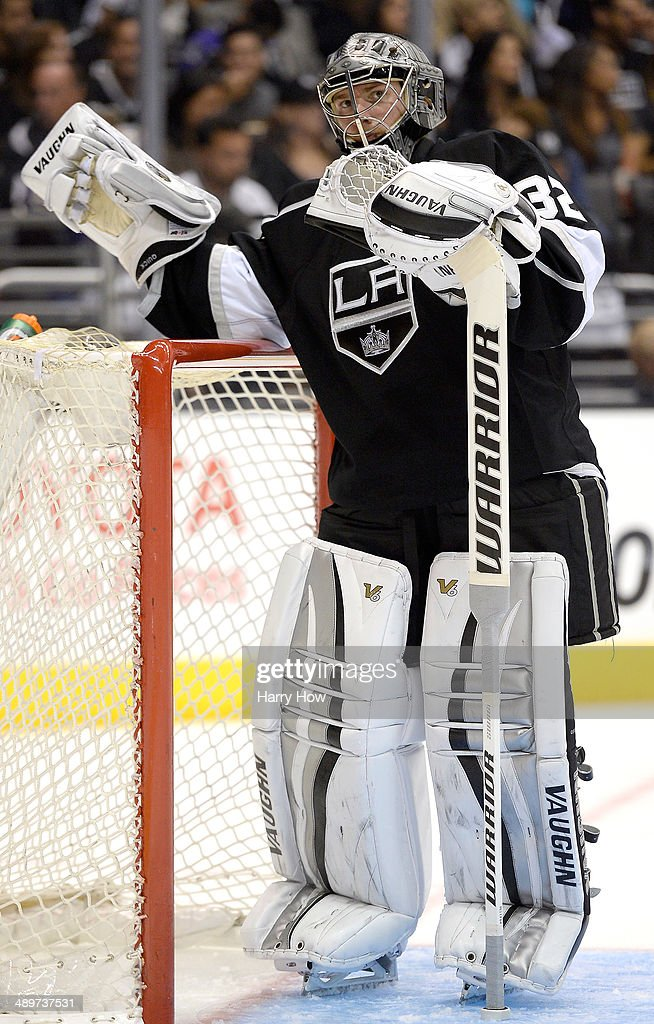 Jonathan Quick #32 of the Los Angeles Kings takes a break during the game against the San Jose Sharks in Game Six of the First Round of the 2014 NHL Stanley Cup Playoffs at Staples Center on April 28, 2014 in Los Angeles, California.