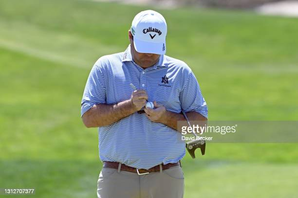 Jonathan Randolph marks his ball on the 17th hole during the first round of the MGM Resorts Championship at Paiute at the Las Vegas Paiute Golf...
