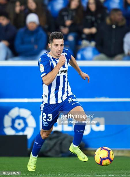 Jonathan Rodriguez of Deportivo Alaves in action during the La Liga match between Deportivo Alaves and Sevilla FC at Estadio de Mendizorroza on...