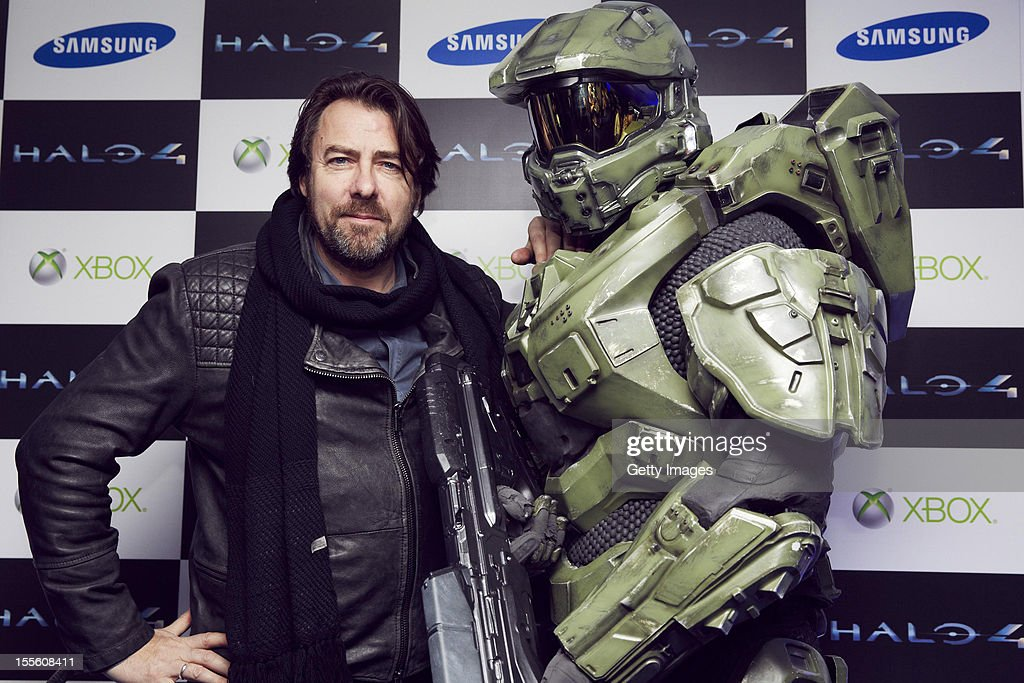 Jonathan Ross and Master Chief attend the launch of Halo 4 on Xbox 360 at Tower Bridge on November 05, 2012 in London, England. The 'Halo 4' Glyph symbol is one of the largest and brightest man-made structures to ever fly over a capital city and measures 50 feet in diameter and weighs over three tons.